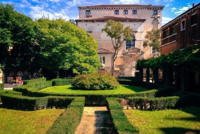 A secret itinerary tour in Venice: gardens