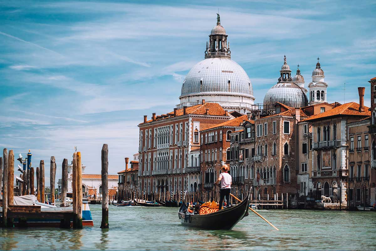 Gondoliers secret Venice tour