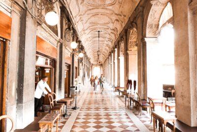 Lucia private tour guide venice photo by gabriele rampazzo on unsplash